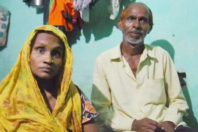 人力車司機查蘭(Shiv Charan)及其妻子芭比塔(Babita)。(圖/翻攝每日郵報)