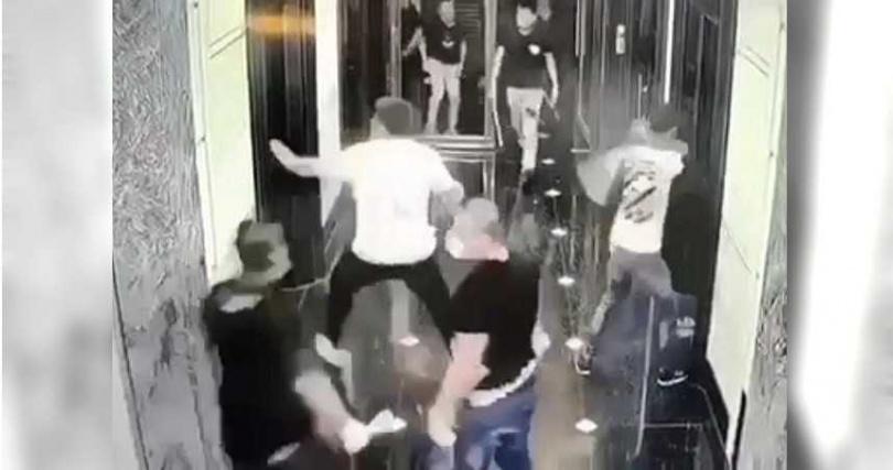 高雄知名的凱薩酒店,9月29日凌晨疑似賭場引起糾紛,接連被砸兩次,警方調查都是台中幫「良」字輩大哥旗下小弟為所。(圖/翻攝畫面)