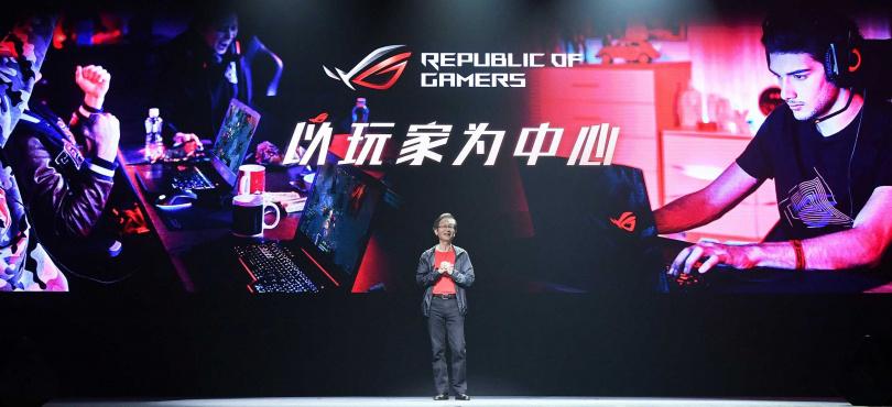 施崇棠在北京凱迪拉克中心的2019新品發表會上直言,華碩電競產品完全以玩家為中心設計。(圖/華碩提供)