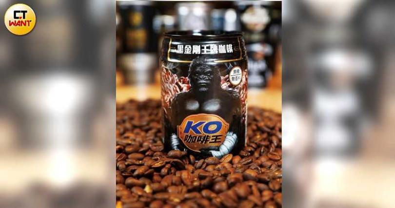 維他露新品「維他露黑金剛王牌咖啡」,口感後段表現佳,在本次盲測中爆冷奪得亞軍。(圖/趙世勳攝)