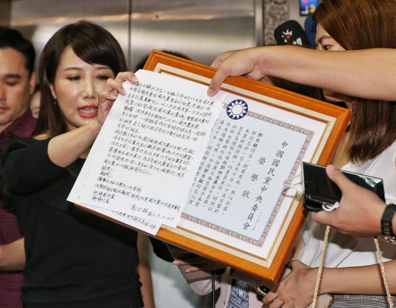 郭台銘今天(12日)宣布退出國民黨,就差正式宣布參選總統。(圖//鄭清元攝影)
