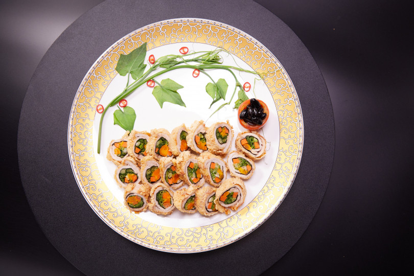 郭家餐館的蛋黃蔬菜肉捲。(圖/台南市政府觀光旅遊局提供)