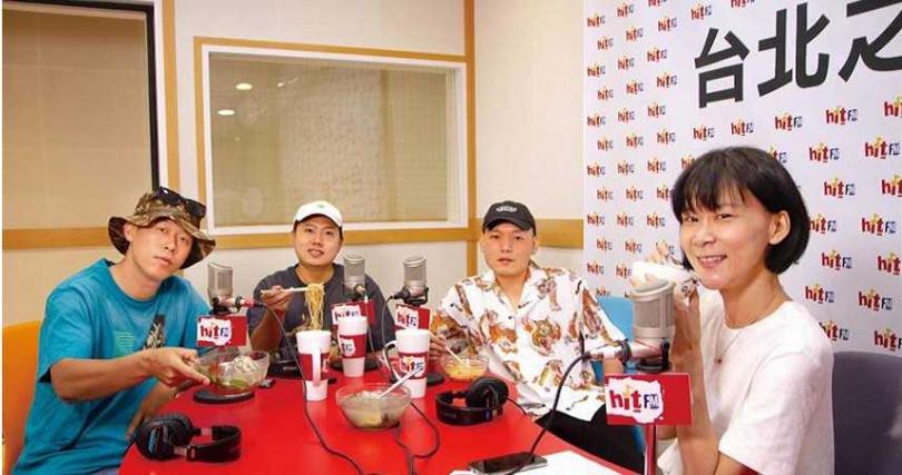 玖壹壹上電台節目宣傳新專輯。(圖/Hit Fm聯播網提供)