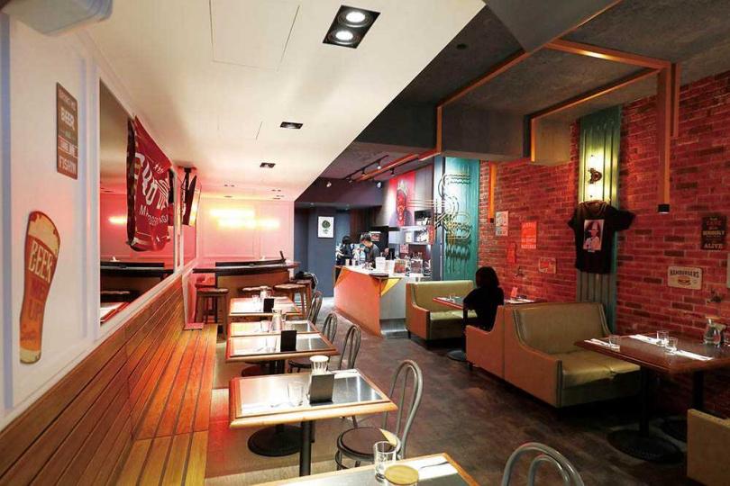 「SKB Burger」的空間充滿美式風格。(圖/于魯光攝)