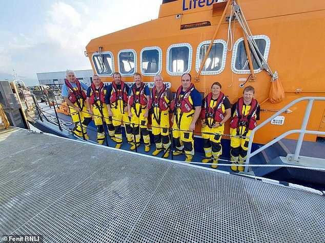 菲尼特救生艇站救援志工。(圖/翻攝自臉書/Fenit Lifeboat Station)