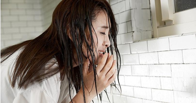 習譜予拍攝 《人累》MV三秒落淚。(圖/大藝未來)