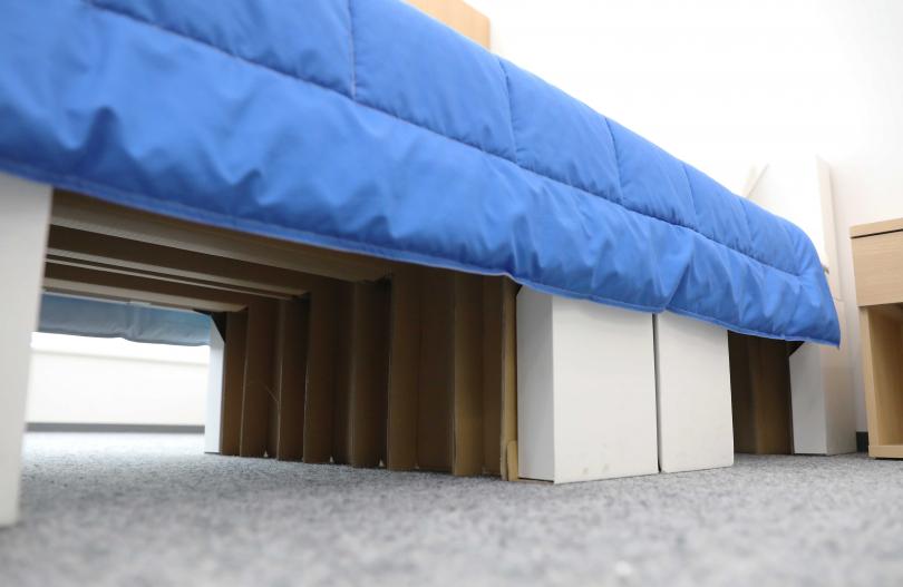 東京奧運選手睡的床,居然是紙板做成的。(圖/新華社)