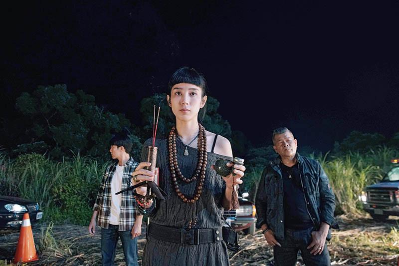 在《第九分局》中,温貞菱、邱澤和澎恰恰使用多樣獨門法器抓惡鬼。