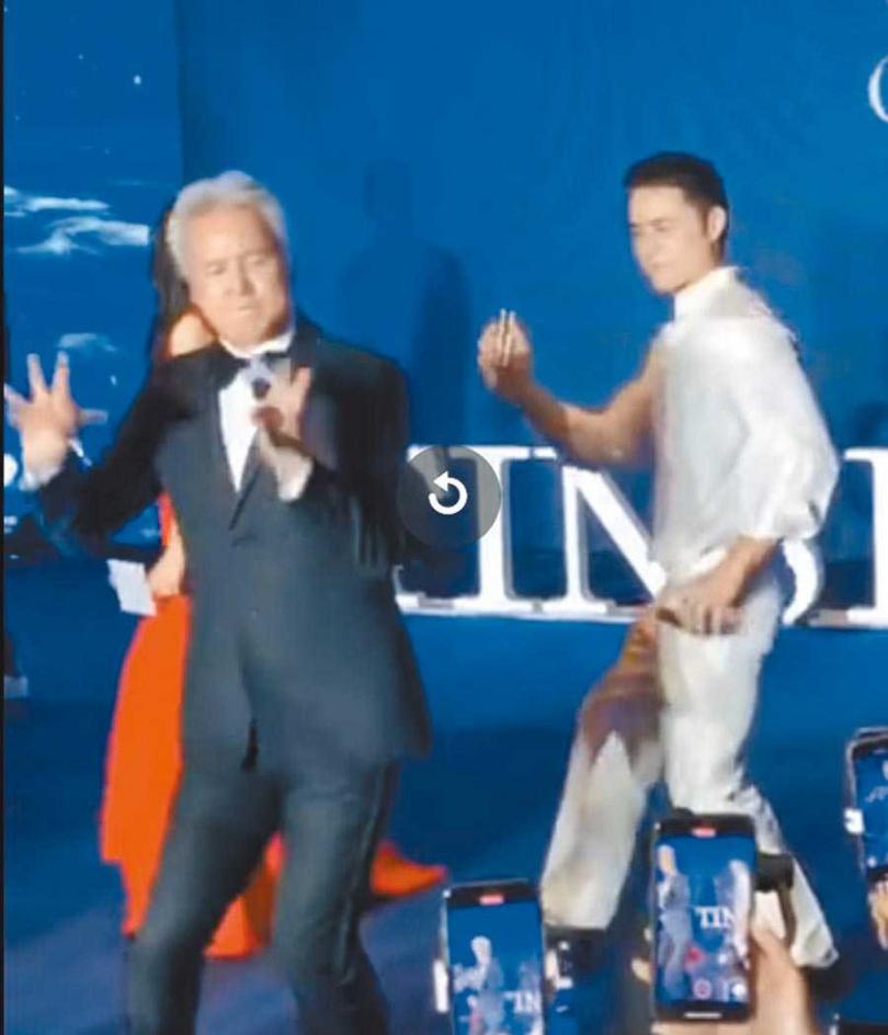 林瑞陽(左)在發布會活動上又唱又跳,右為明道。(圖/摘自微博)
