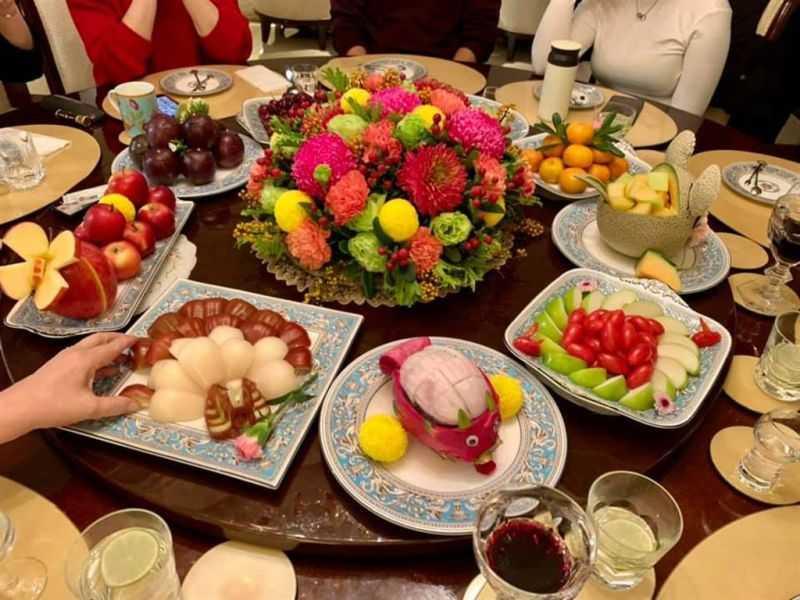 劉偉民同時曬出「滿漢全席」水果盤,令人大開眼界!(圖/翻攝自劉偉民臉書)