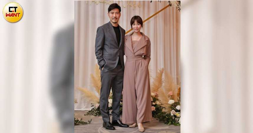 Apple帶著牙醫男友趙國翔來參加婚禮。