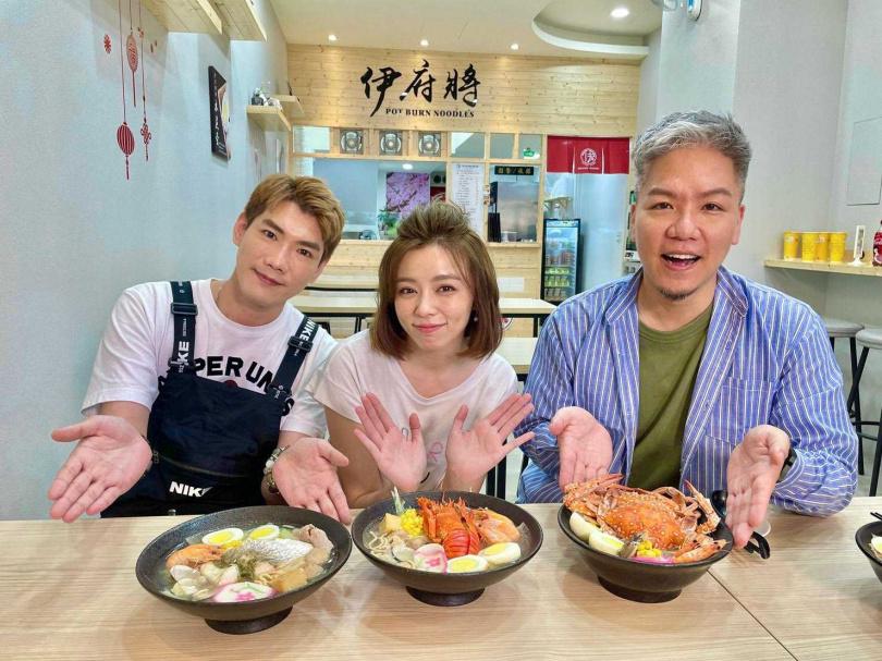 台南長大的王瞳熱愛鍋燒意麵,能帶台北吃到美味的鍋燒意麵,讓她相當開心。(圖/民視提供)