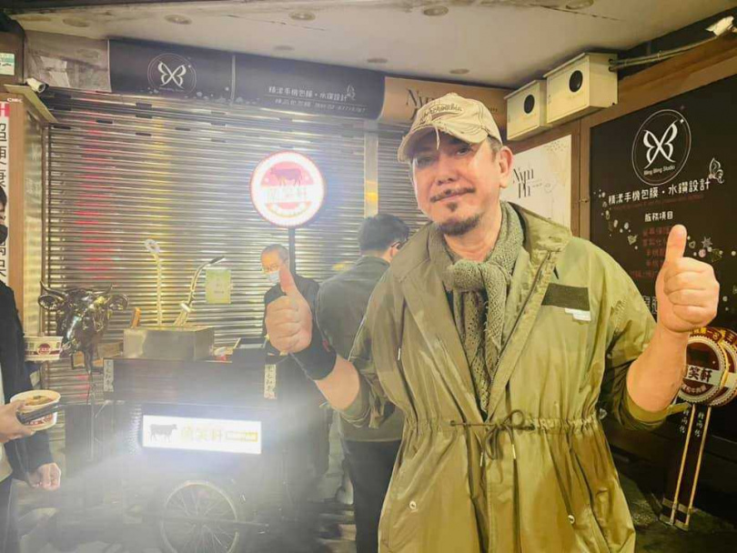 黃秋生返回香港準備舞台劇。(圖/翻攝自黃秋生Anthony Perry臉書)