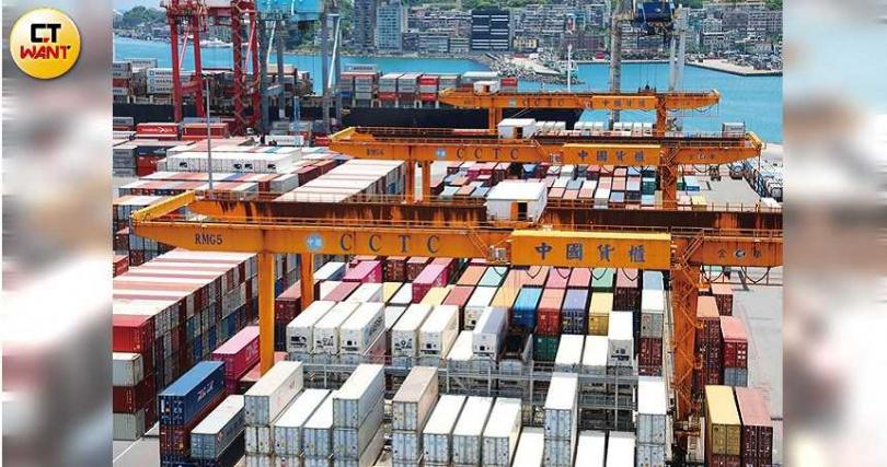 近期新冠疫情因Delta變種病毒有延燒跡象,促使國際海運價格維持高檔不墜,航運股今年獲利持續向上。(圖/張文玠攝)