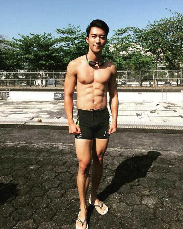 走陽光暖男路線的卞慶華,身材練得結實精壯。(圖/翻攝自卞慶華臉書)