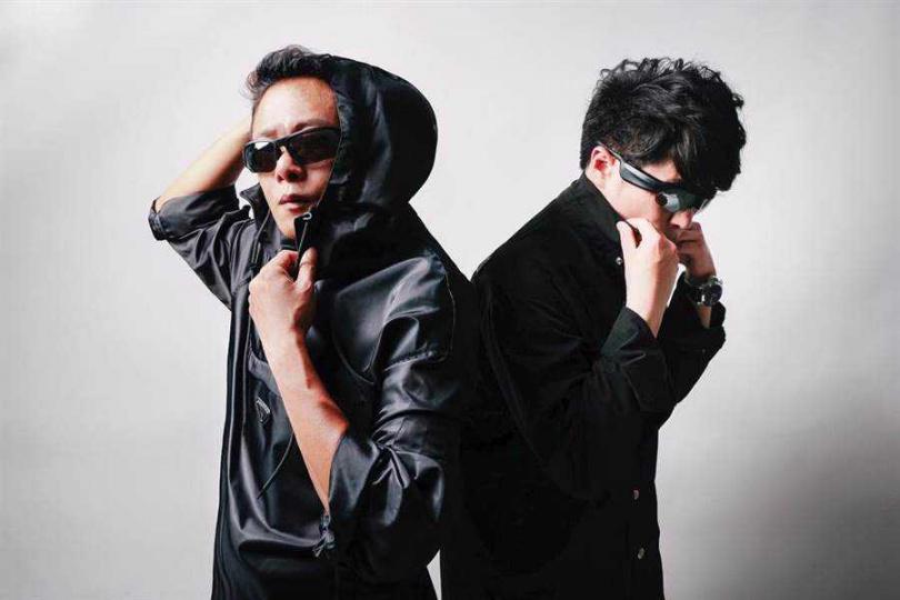 李康生(左)受邀與范景翔一同創作公益影像作品。(圖/范禾文化提供)
