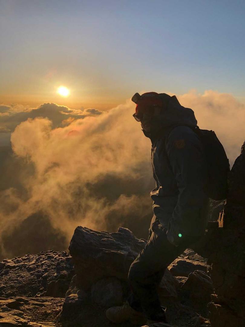 爬到最高海拔,3人看完日出大讚值得。(圖/TVBS提供)