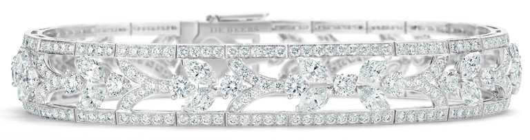 DE BEERS「Reflections of Nature」系列高級珠寶,Ellesmere Treasure鑽石手環,鑽石總重10.24克拉╱5,800,000元。(圖╱DE BEERS提供)
