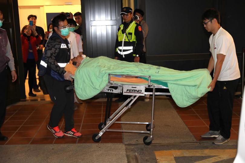 傷者陸續被送往三軍總醫院治療。(攝影/張文玠)