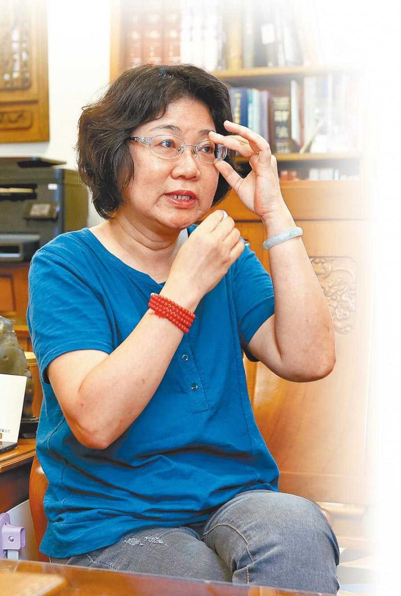 導演魏郁蓁談到電影背後不為人知的拍攝過程,淚水不禁在眼眶打轉。(圖/中國時報粘耿豪攝)