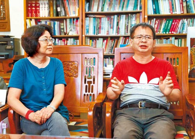 導演魏郁蓁(左)與製作人徐國揚歷時10年完成《阿查依蘭的呼喚》。(圖/中國時報粘耿豪攝)
