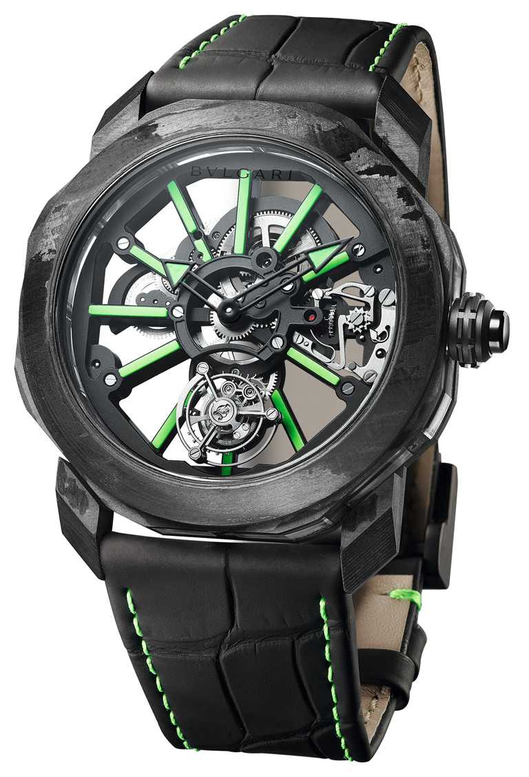 BVLGARI「Octo Roma Tourbillon Saphir」水晶陀飛輪腕錶,44mm,DLC類鑽碳鍍膜處理鈦金屬錶殼,BVL 206 Caliber手動上鏈機芯╱2,030,000元。(圖╱BVLGARI提供)