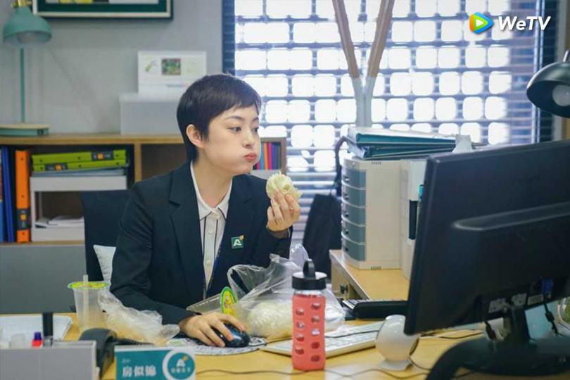 孫儷在新戲《安家》演出職場上班族。(圖/WeTV )