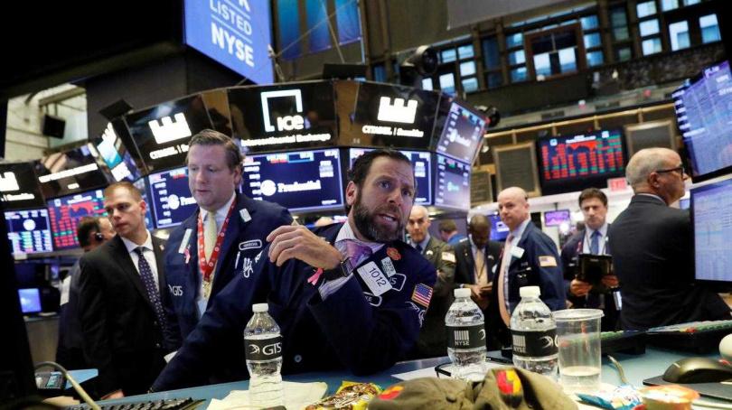聯準會擴大刺激經濟激勵美股早盤上漲。(圖/Reuters)