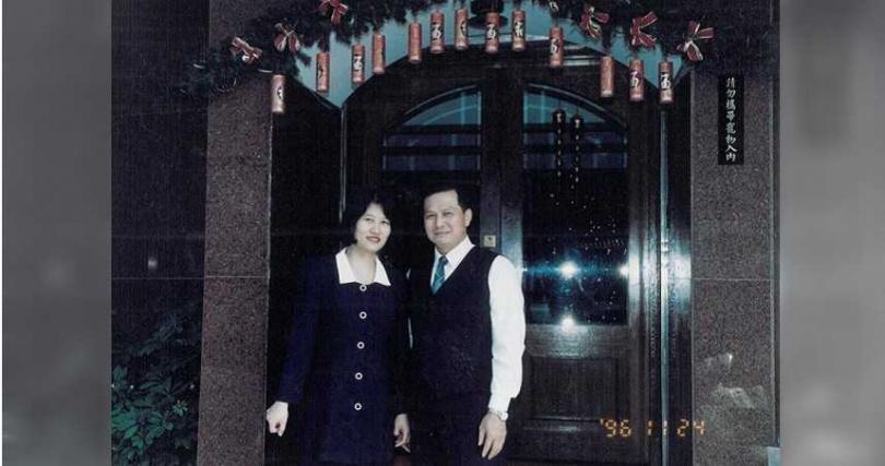 30多年前,楊國初決心離開台塑,和老婆胼手胝足創業圓夢。(圖/翻攝聯一牛排臉書粉絲專頁)