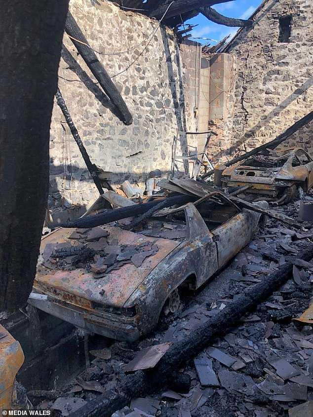 克里斯修車時因不明原因的東西引起火花而被燒傷。(圖/翻攝每日郵報)