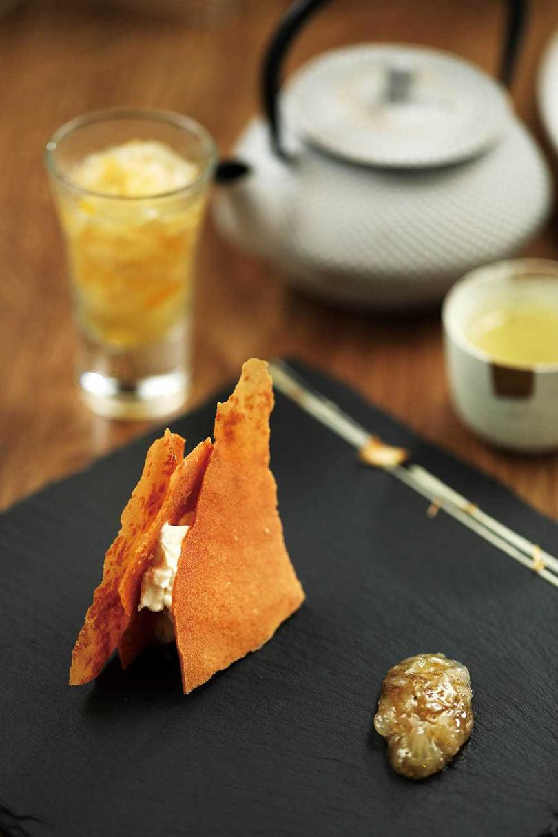 可以嘗到文旦柚多種風味的「文旦|乳酪|茶|醋」,讓文旦柚的特性發揮到極致。(套餐中的前甜點)(圖/于魯光攝)