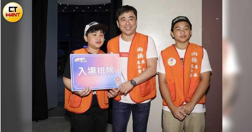 小小彬(左)支持爸爸把握新戀情。(圖/焦正德攝)