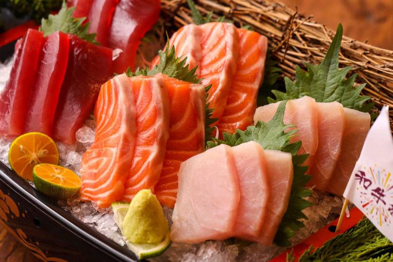 「極品放題」還可享生魚片吃到飽。(圖/和牛祭鍋物放題提供)