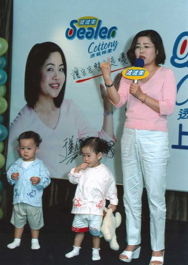 小妹許碧珍的夫家就是創辦知名紙尿布品牌噓噓樂的樹林邱家。噓噓樂當年找來知名主持人于美人代言。(圖/報系資料照)