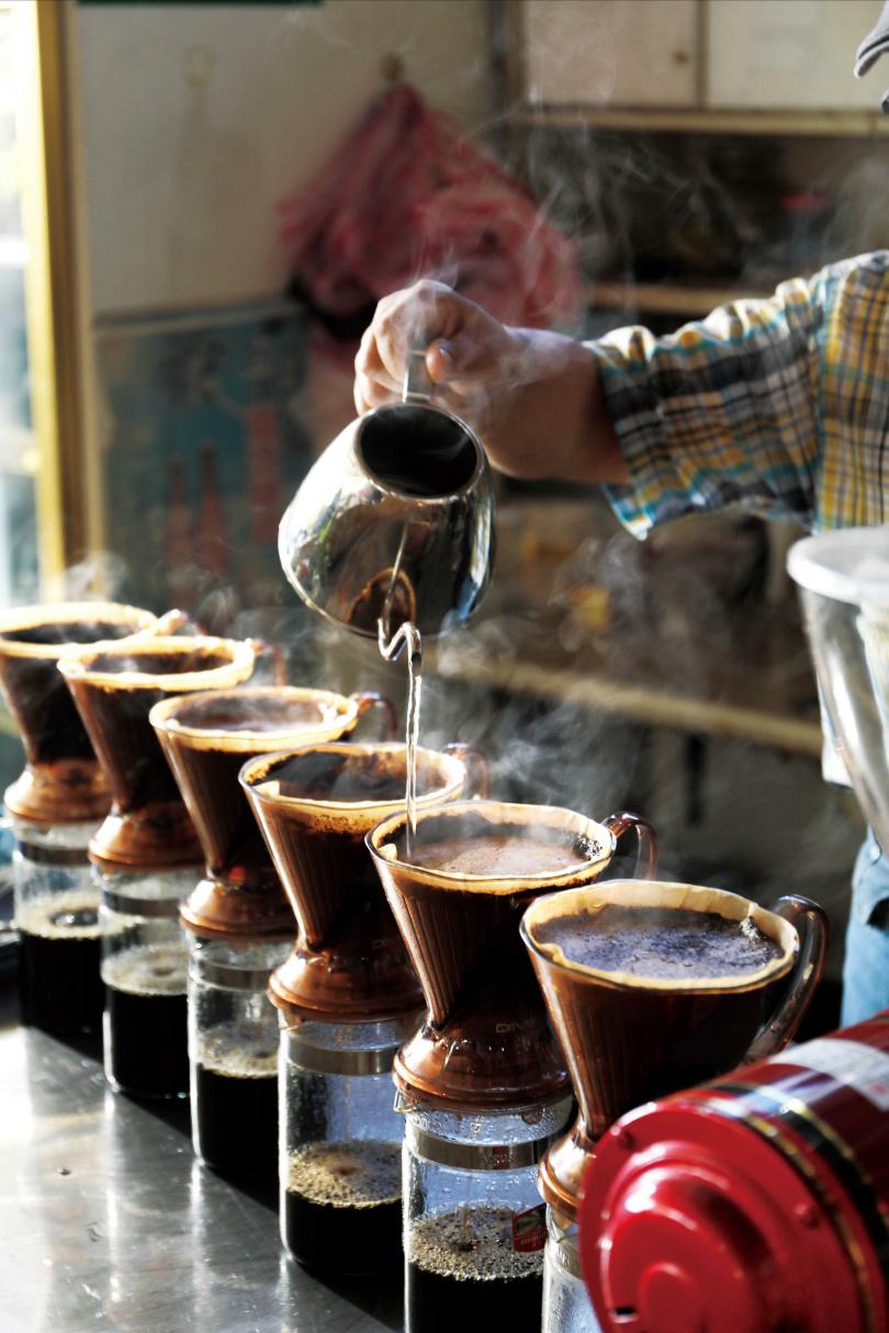 「穧粑崠咖啡農場」特產北回歸線以北少見的咖啡,入口香濃,後韻回甘。(圖/于魯光攝)