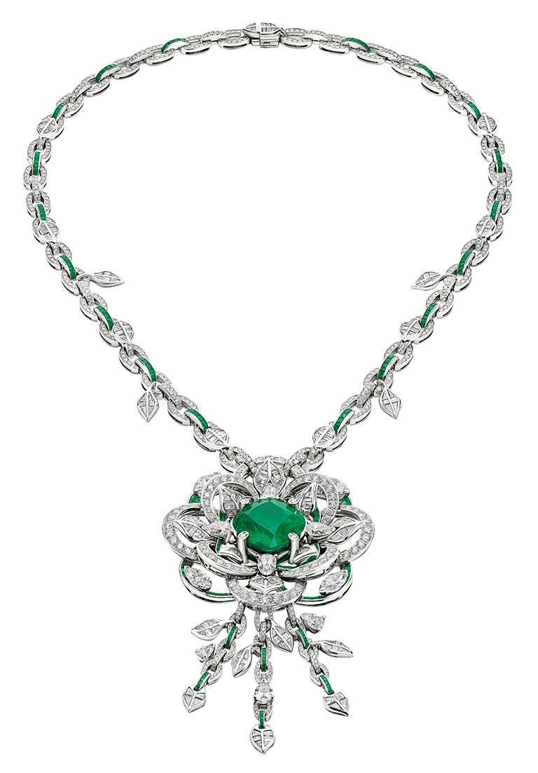 BVLGARI頂級祖母綠與鑽石項鍊╱枕形切割哥倫比亞祖母綠、Buff-Top切割祖母綠、梨形、馬眼形、階梯式切割鑽石與密鑲鑽石。(圖╱BVLGARI提供)