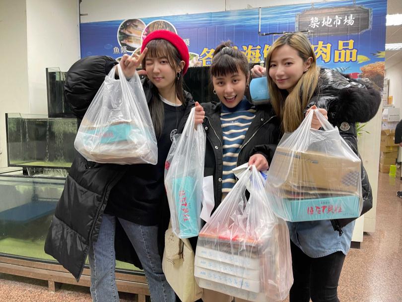 宇珊、寶兒、洪詩首次直播賣海鮮隨即創下高業績。(圖/繁星浩月提供)