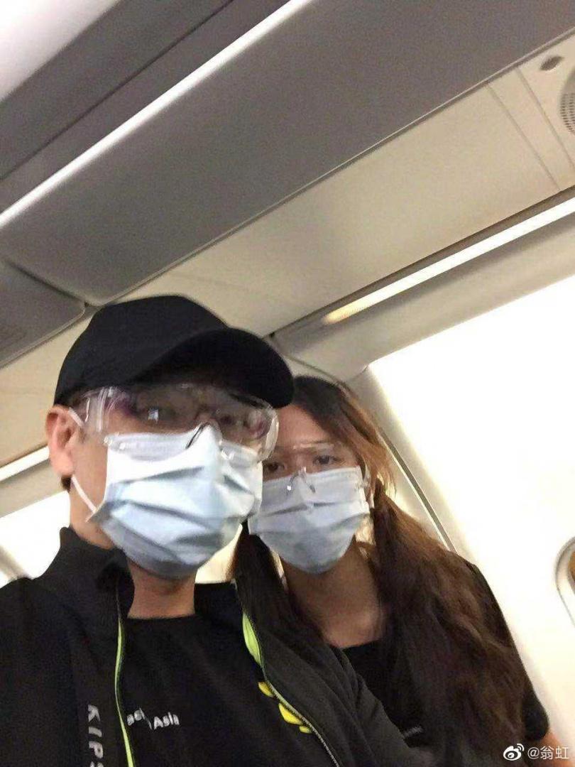 翁虹老公和女兒飛往上海。(圖/翁虹微博)
