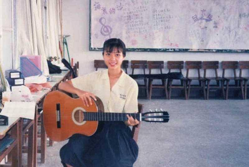 日前陳綺貞貼出舊照,寫下「認識自己是一條漫長的路」,彷彿在訴說近來的心情。(圖/翻攝自陳綺貞臉書)