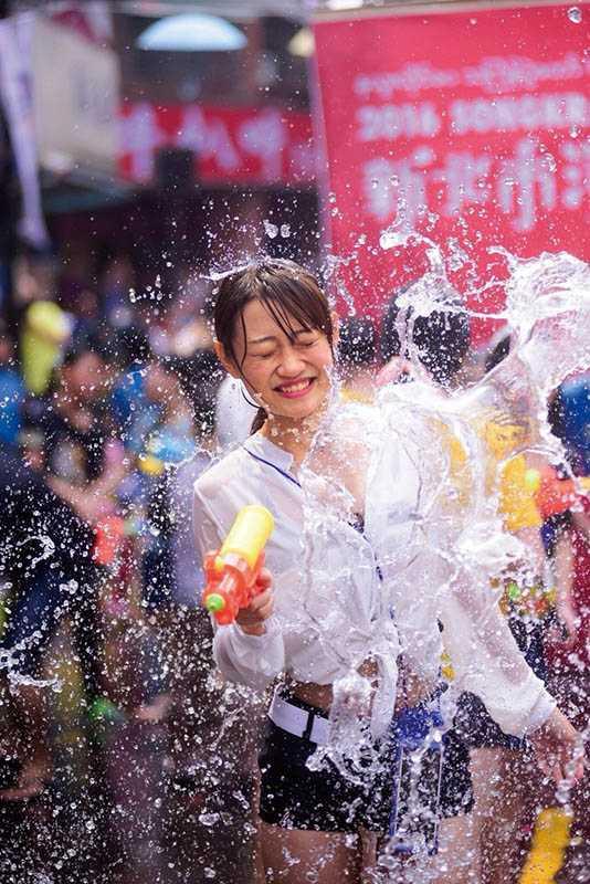 新北市中和區有泰緬地區的華僑聚居,每年都會舉辦潑水節慶祝佛誕日。(圖/新北市文化局提供)