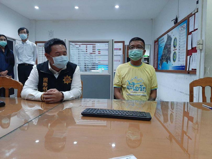 刑事局國際科幹員和泰國合作,前往當地接秦男回我國接受司法制裁。(圖/翻攝畫面)