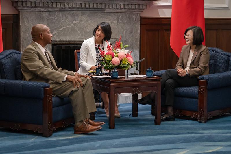 蔡英文接見聖克里斯多福國會議長柏金斯,感謝克國在重要國際場合為台灣仗義執言。。(圖/總統府)