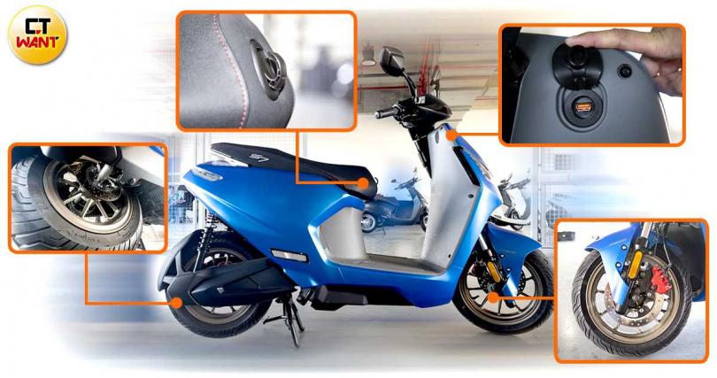 前後輪制動皆為碟煞,ABS版採用Bosch 10.1防鎖死系統,還有免鑰匙、OC 3.0 USB、隱藏式掛鉤等便利功能。(圖/黃威彬攝)