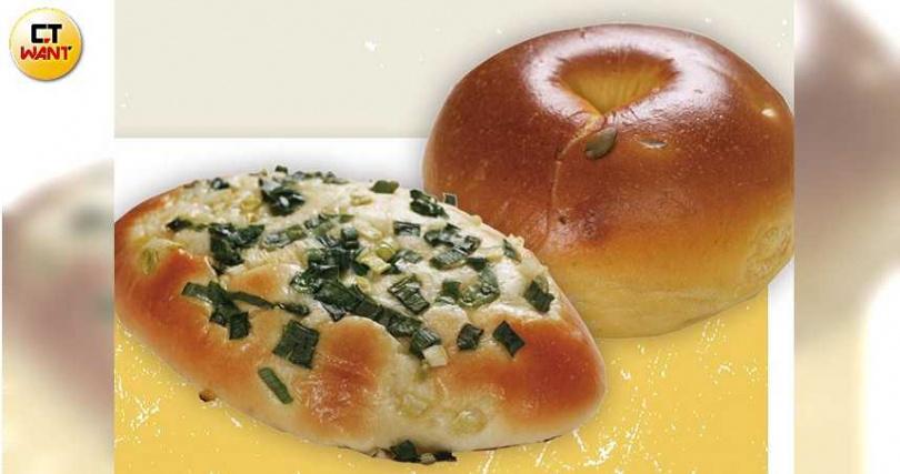 以小農的好農產做麵包是哈肯舖的特色,三星蔥麵包和南瓜麵包很受歡迎。(圖/趙世勳攝)