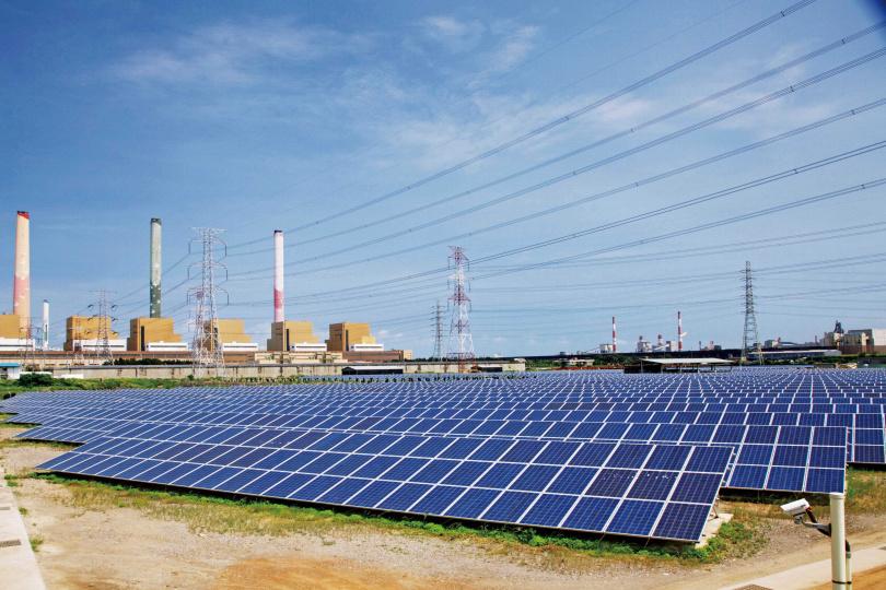 太陽能發電等再生能源,為台灣2025年能源轉型的重要電力來源,目標是占總發電量20%。(圖/報系資料庫)