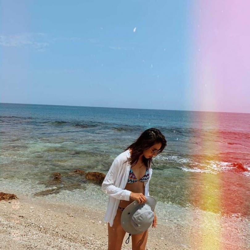 楊晴工作空檔常常往海邊跑,更不怕辛苦當日來回台北、墾丁。(圖/翻攝自臉書)