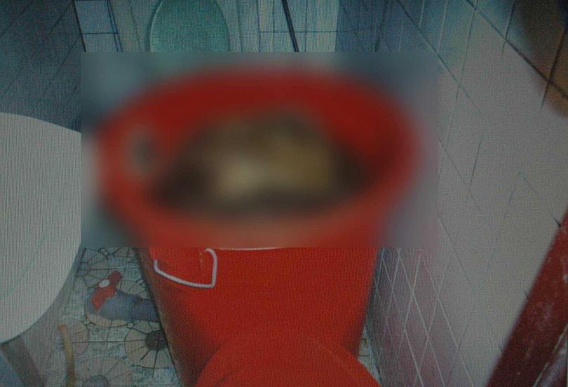 水電工人被毆打致死後,遭人以塑膠桶灌入強酸企圖溶屍,死狀甚慘。(圖/報系資料照)