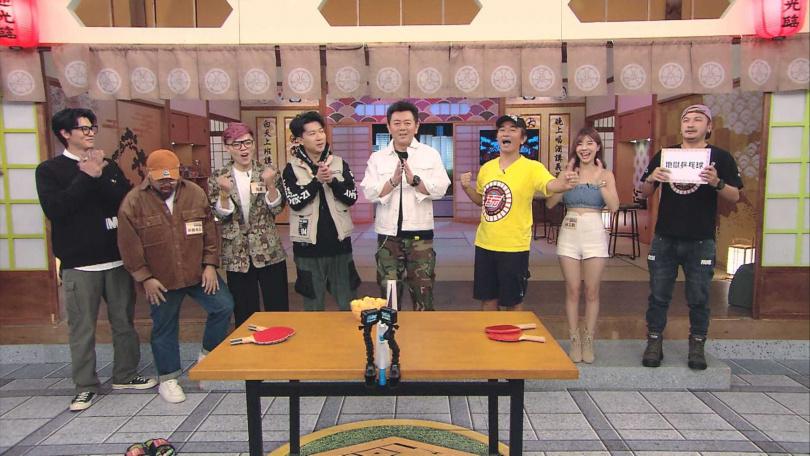《國光幫幫忙之上課嘜亂來》錄影現場被《綜藝玩很大》節目亂入。(圖/三立電視提供)