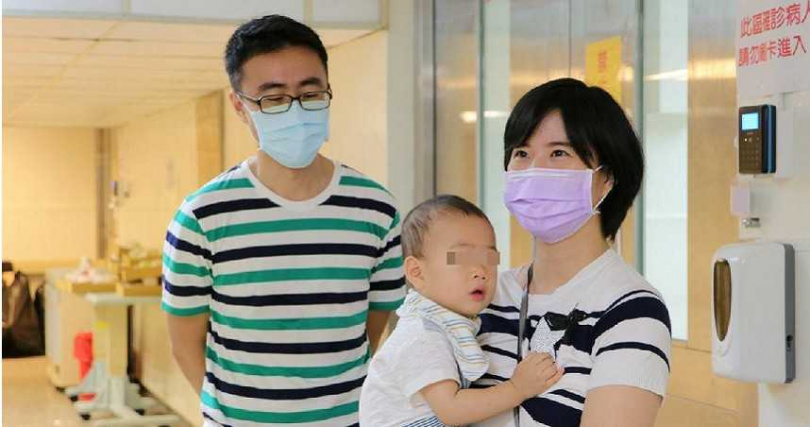 透過中西醫整合治療,1歲的睿睿與爸媽終於健康團聚。(圖/臺北榮總提供)