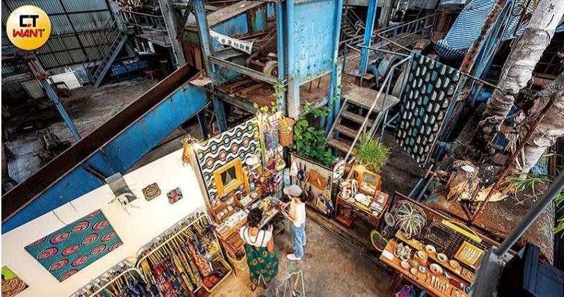 舊糖廠一隅規劃出迷你藝廊,以及多位藝術創作的展售空間。(圖/焦正德攝)